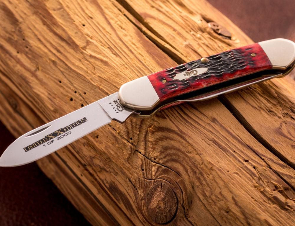 Klassische Taschenmesser ohne störende Umgebungsspiegelungen fotografieren